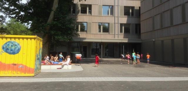 Dahlmannschule_Schulhof.jpg